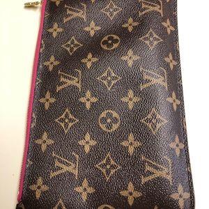 Authentic Louis Vuitton neverfull wristlet